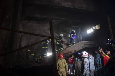 کیمیکل فیکٹری میں خطرناک آتشزدگی ، ہلاکتوں سےمتعلق رپورٹ کمشنر کراچی کو پیش