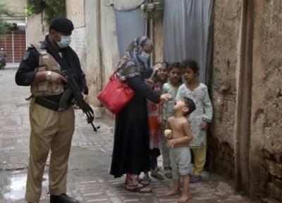 ڈیرہ اسماعیل خان میں انسداد پولیو ٹیم پر حملے میں پولیس اہلکار زخمی ہو گیا۔