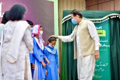 ملک میں دوکروڑ بچوں کا سکول نہ جانا بہت بڑا المیہ ہے۔ عمران خان