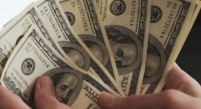 روپےکے مقابلے میں ڈالرکی مسلسل چوتھے روز اونچی اڑان