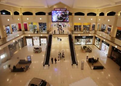 ویکسین نہ لگوانے والوں پر شاپنگ مالز کے دروازے بند