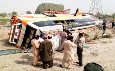 مستونگ:مسافر کوچ الٹنے کے نتیجے میں 2 مسافر جاں بحق اور 16 زخمی
