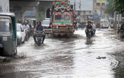 کراچی میں بارش کے بعد کہیں پانی تو کہیں نالے ابل پڑے،بجلی معطل