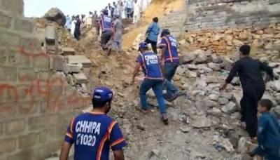 اورنگی ٹان ایم پی آر کالونی میں بارش کے باعث گھر کی دیوار گر گئی، خاتون اور 3 بچے جاں بحق