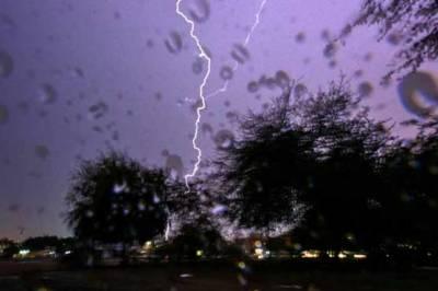 موسلا دھار بارش: لاہور میں 150 فیڈرز ٹرپ کر گئے,کئی علاقے بجلی سے محروم
