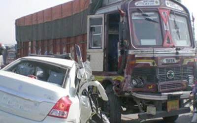 پاکپتن ساہیوال روڈ کار اور ٹرک میں خوفناک تصادم،2 افراد جاں بحق ، 2 بہنیں شدید زخمی