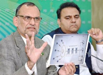 الیکشن کمیشن نے الزام تراشی پر فواد چوہدری اور اعظم سواتی کو نوٹس جاری کردیے
