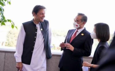 وزیراعظم اور چینی وزیر خارجہ کی دوشنبے میں ملاقات، دو طرفہ تعلقات اور خطے کی صورتحال پر گفتگو