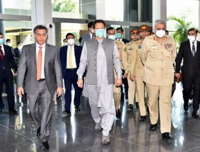 وزیر اعظم کا آئی ایس آئی سیکرٹریٹ کا دورہ ،اجلاس میں اعلی قومی و عسکری قیادت کو ملکی سلامتی پر بریفنگ دی گئی