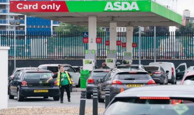 برطانیہ میں آئل ٹینکرز ،ٹرک ڈرائیورز کا بدترین بحران , پیٹرول کا بحران، فوج سے مدد لینے کی تجویز