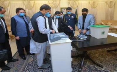 الیکٹرانک ووٹنگ مشین : وزیراعظم کا اتحادیوں کو اعتماد میں لینے کا فیصلہ, اپوزیشن کےساتھ مذاکرات کےلئےتیار
