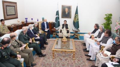 وزیراعظم سے ایران کے چیف آف جنرل سٹاف میجر جنرل محمد باقری کی ملاقات, معیشت اور توانائی سمیت مختلف شعبوں میں تجارت بڑھانے پر زور
